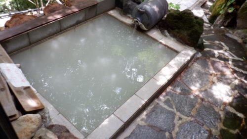 白濁や透明の【硫黄泉】!殺菌効果に期待