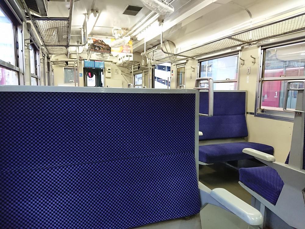 移動の際の電車内の光景