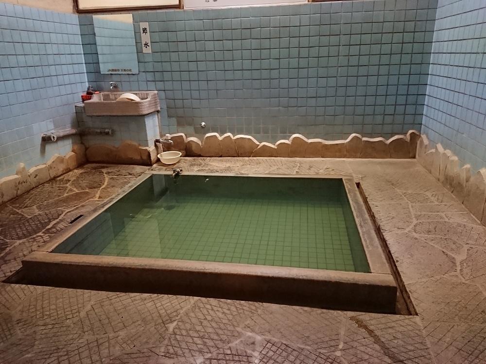別府市内亀川温泉にある共同浴場