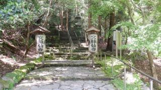 文殊仙寺の入口の提灯看板