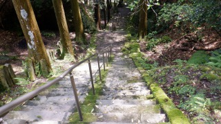 文殊仙寺敷地内の長い階段