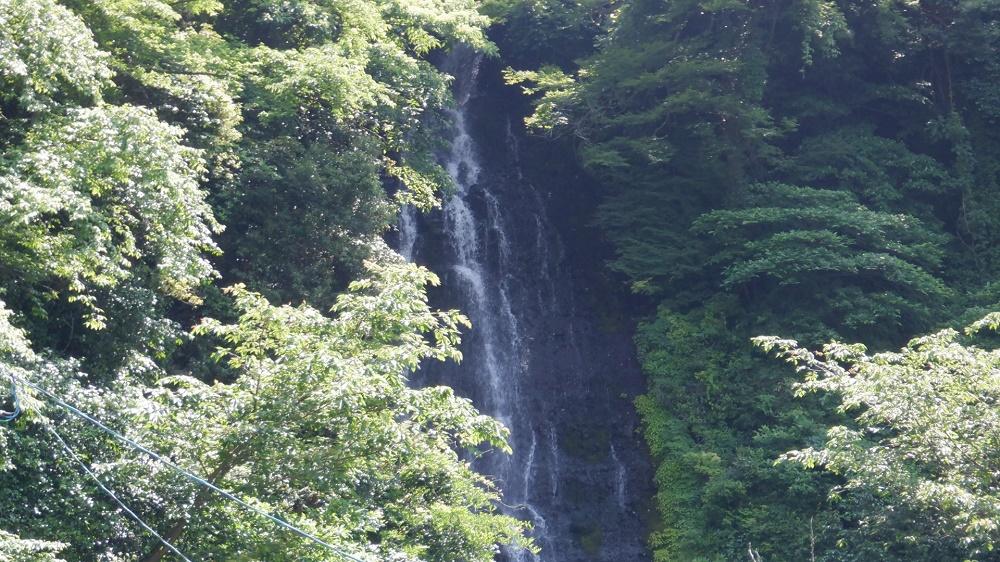 堀田温泉にある白糸の滝