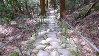 【熊野磨崖仏】の鬼が築いた道