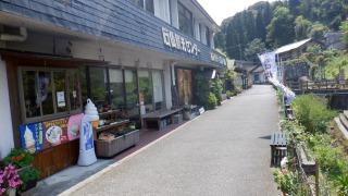 石仏入口への道