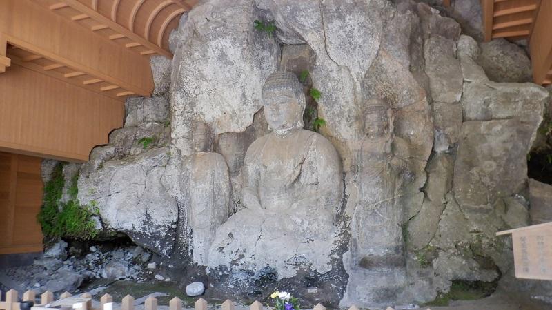 ホキ石仏第二群阿弥陀如来像と観音菩薩立像