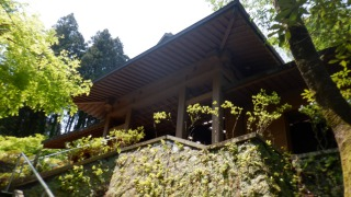 ホキ石仏第一群の建物外観