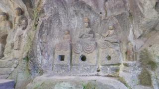 ホキ石仏第一群の如来三尊像