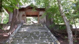 二ノ宮八幡社入口の階段と拝殿入口