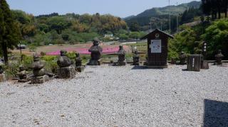 ホキ石仏第二群周辺の灯篭