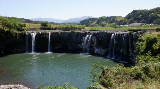 大分県【原尻の滝】を訪問! 川の中の鳥居に続く神社とは?