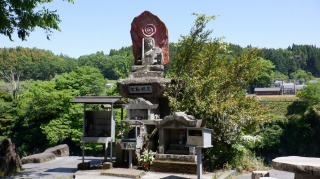 原尻の滝にある不動明王の像