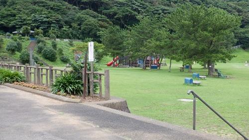 平戸公園内にある遊具とその周辺