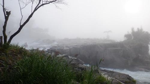 轟音とともにある曾木の滝