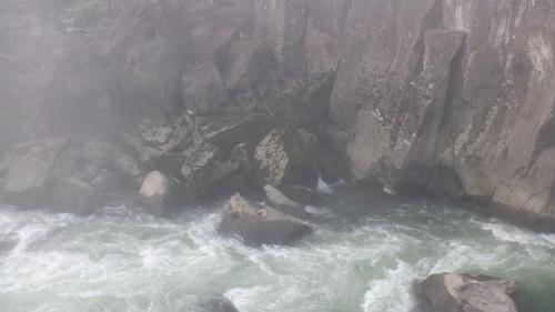 曾木の滝崖下の流れ