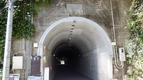 佐多岬遊歩道入口のトンネル