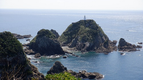 佐多岬から見える白い灯台