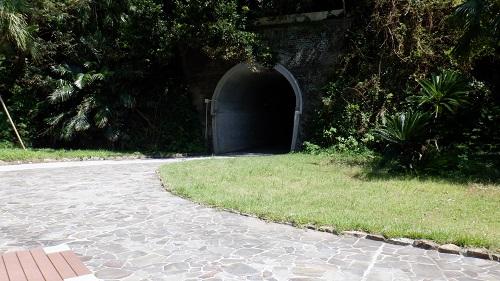 佐多岬遊歩道のトンネル出口側