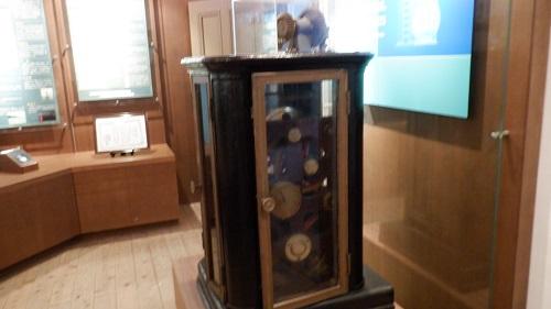 角島灯台記念館内にある灯台に関連する機械