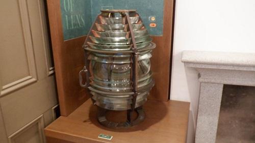 角島灯台記念館内にある灯台のランプ