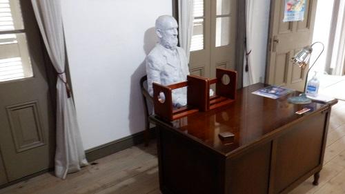 角島灯台に関連する人物の像