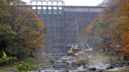 湯原温泉 砂湯と巨大なダム