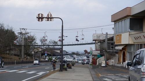 鳥取砂丘外の道路から見えるリフト