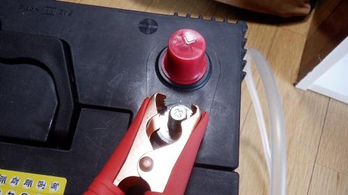 バッテリーをアクセサリーから接続解除