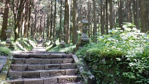 上色見熊野座神社の入口から少し進んだ場所の階段