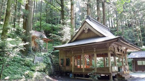上色見熊野座神社の拝殿と本殿