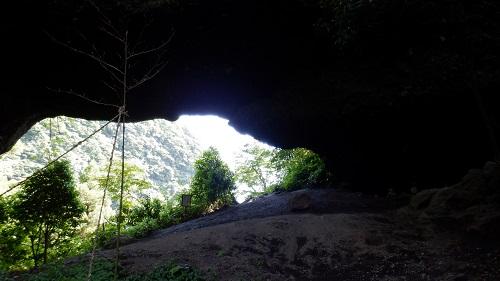 上色見熊野座神社穿戸岩の穴から見た光景