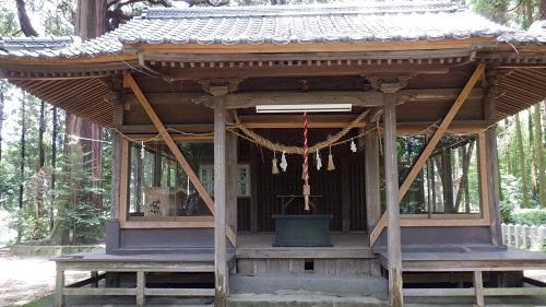 群塚神社の拝殿