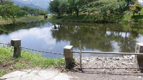 明神池名水公園内にある河童伝説が残る池