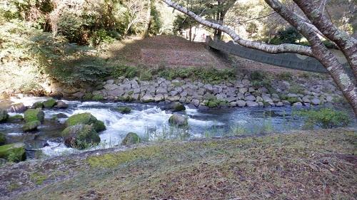 神川大滝敷地内を流れる川