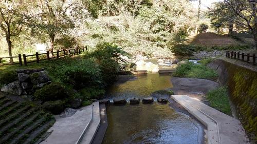 神川大滝敷地内で水遊びができる場所