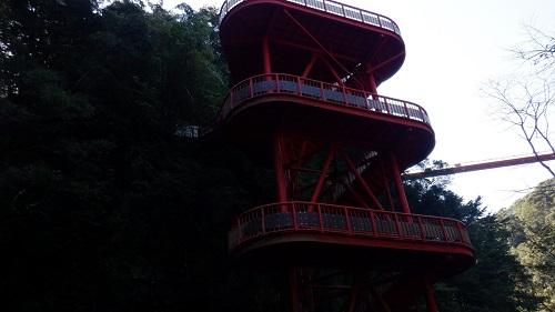 神川大滝敷地内にある赤い建造物