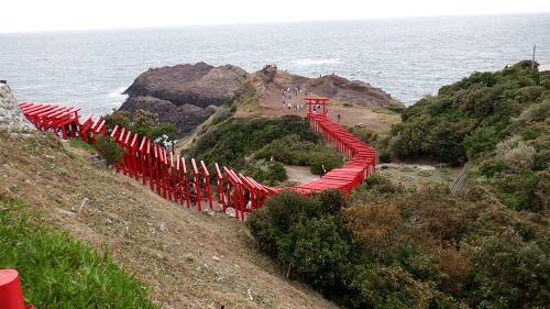 元の隅神社の高台から見た立ち並ぶ赤い鳥居