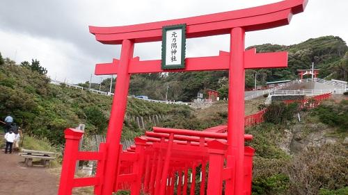 元の隅神社立ち並ぶ赤い鳥居の入口