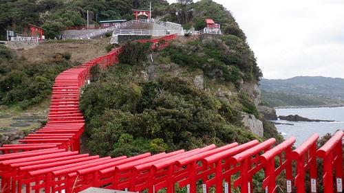 山口県元の隅神社の立ち並ぶ赤い鳥居