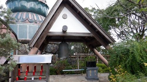 香山昇龍大観音の足元付近にある鐘