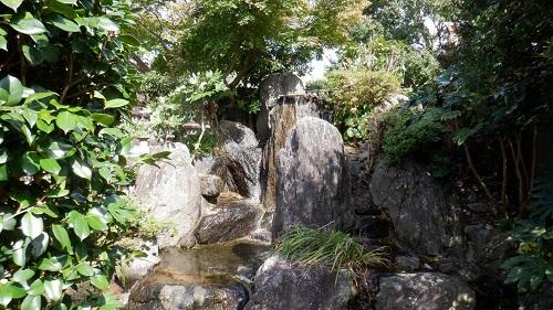 展望台近くにある池の滝