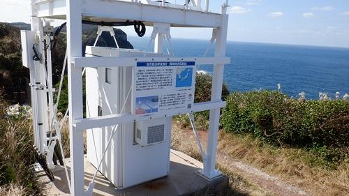 大バエ灯台にある波の高さを測定する機械