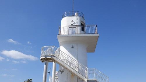 大バエ灯台の全景