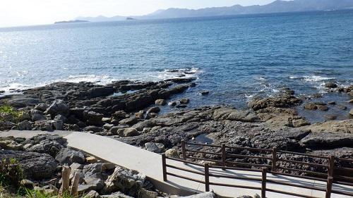 神崎鼻公園海沿いの遊歩道