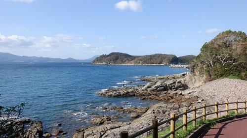 神崎鼻公園遊歩道から見た海の光景