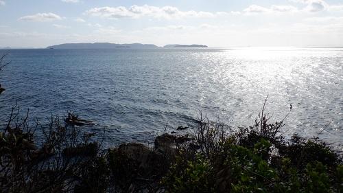 神崎鼻公園最西端のモニュメントから見た海の光景