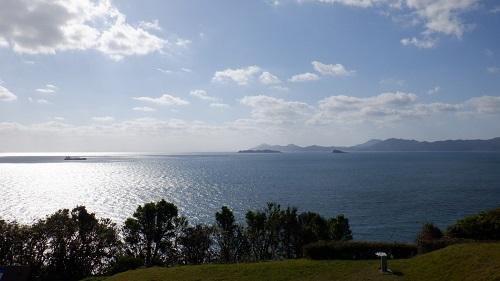 神崎鼻公園の展望スポットから見た海の光景