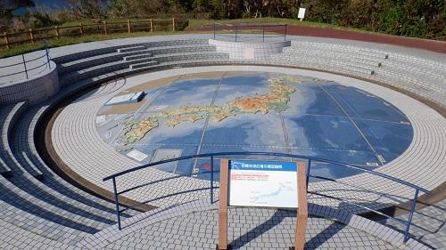 神崎鼻公園内の展望スポットにある日本地図