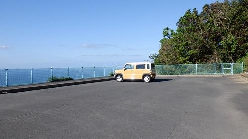権現山の広々とした駐車場