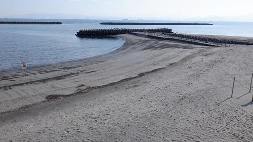 砂むし会館 砂楽の湯けむりが立ち昇る海岸