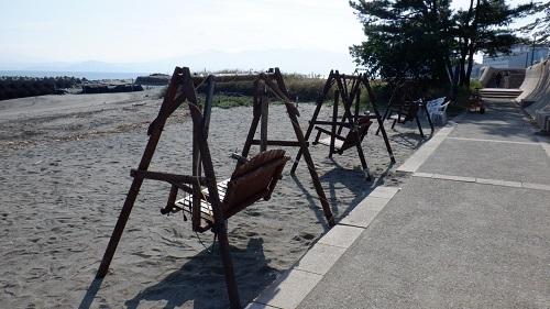 海岸にあった二人乗りブランコ